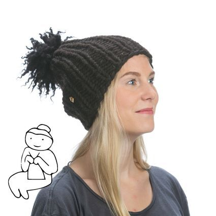 Myssy Luksus - Kurala. Hand made beanie of the organic Finnsheep wool with the ethical sheep fur pompom.