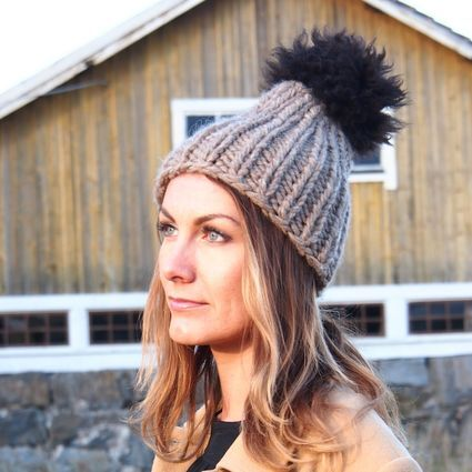 Myssy Luksus - Saarelainen. Hand made beanie of the organic Finnsheep wool with the ethical sheep fur pompom.