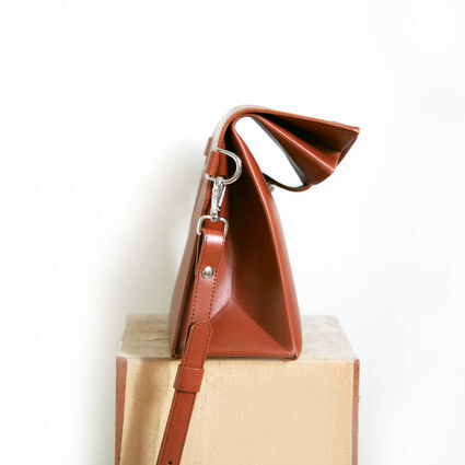 Paper shoulder bag from the side