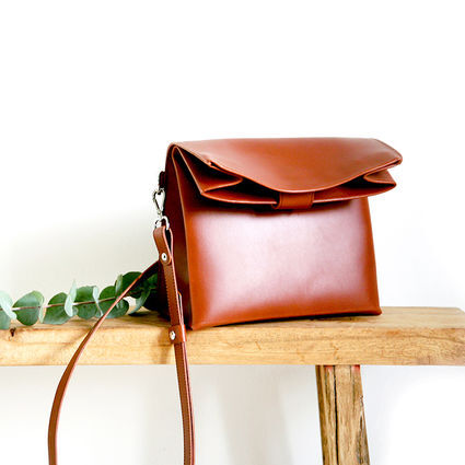 Paper shoulder bag Cognac color