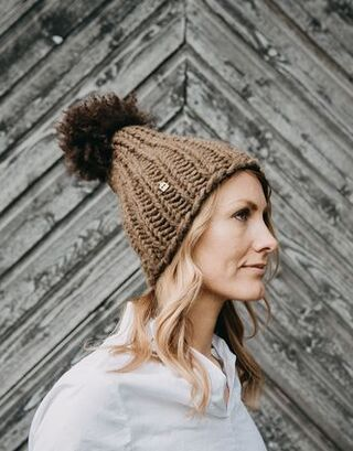Myssy Luksus - Kuuskoski. Hand made beanie of the organic Finnsheep wool with the ethical sheep fur pompom.