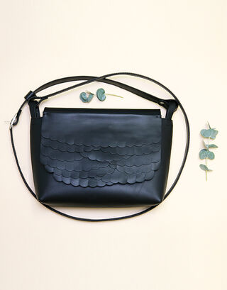 Kuula + Jylhä While shoulder bag Black